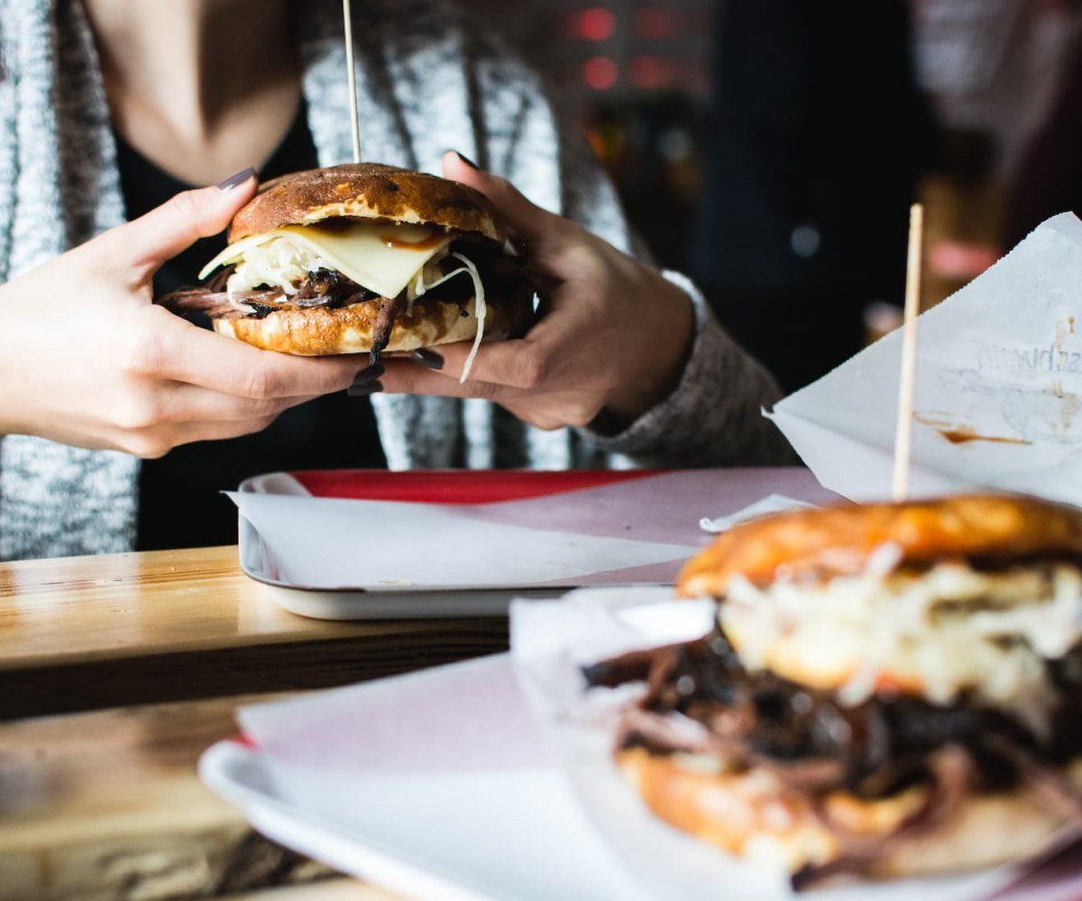 foodiesfeed.com_pulled-pork-burger