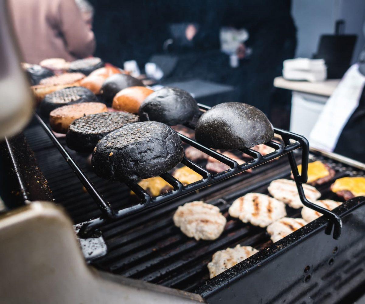 foodiesfeed.com_toasting-squid-ink-black-burger-buns